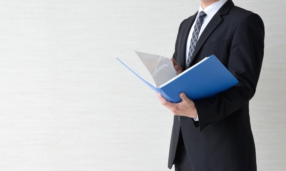 仮想通貨を事業所得で申告するビジネスマン