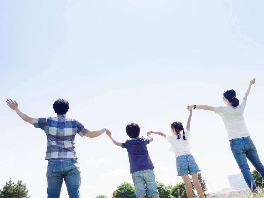 自動収入が増えて喜ぶ家族